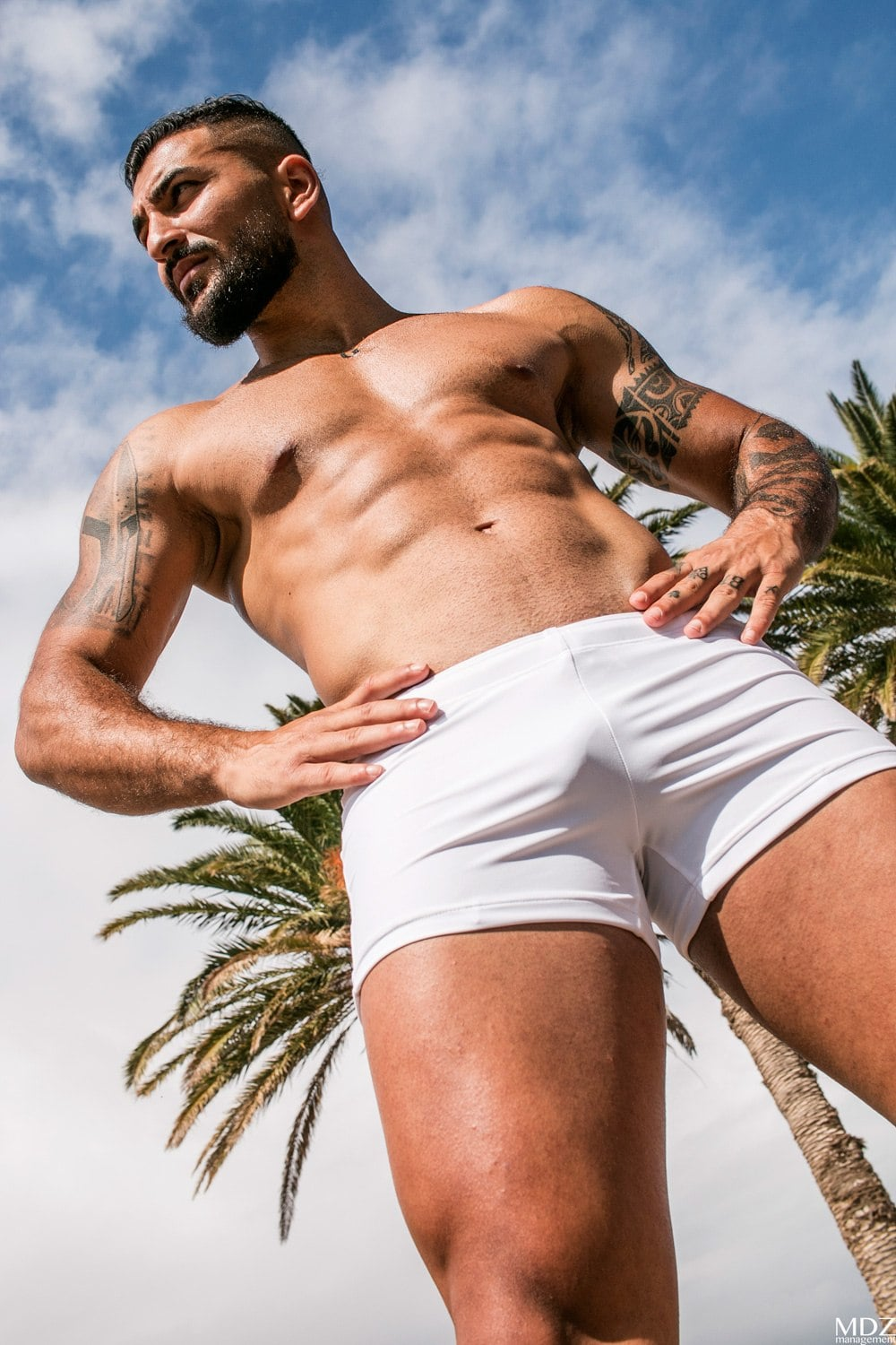 ZLC WHITE POSING HOT PANTS